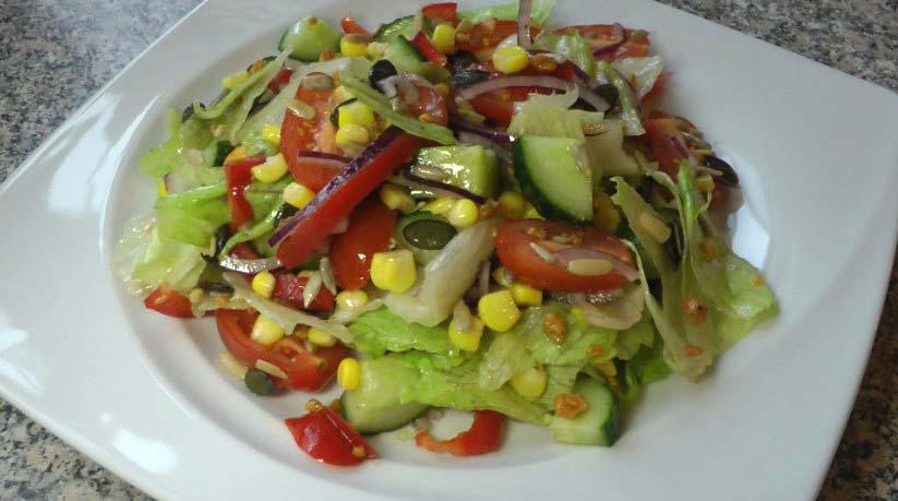 Подадим наш салат к столу свежеприготовленным