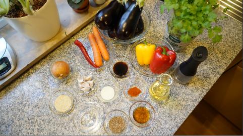 Для приготовления баклажан по-корейски нам понадобятся следующие ингредиенты